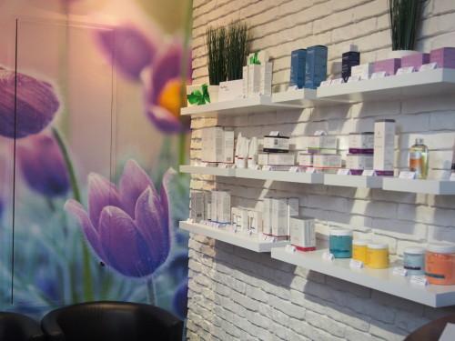 W Dotyk Natury Day Spa oferujemy wyłącznie sprawdzone kosmetyki od zaufanych producentów - na tych produktach wykonujemy również zabiegi. Dajemy gwarancję najwyższej jakości kosmetyków, które sprzedajemy!Prowadzimy także sprzedaż wysyłkową kosmetyków profesjonalnych do pielęgnacji domowej.