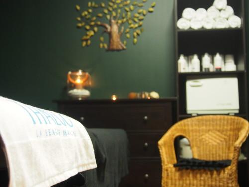 Pokój letni, w którym są wykonywane wszelkie masaże relaksacyjne, zabiegi SPA na ciało. W komfortowych warunkach, odczujesz efekty profesjonalnie wykonanych zabiegów. Najlepsi terapeuci SPA zaopiekują się Tobą na każdym etapie zabiegu, masażu.